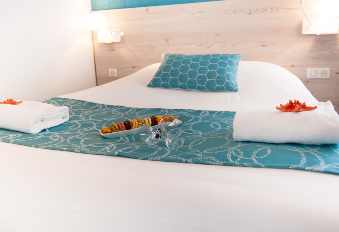 https://hotel-saintjeandemonts.com/wp-content/uploads/2015/09/acceuil-Vip-Macarons-et-Cérons-hotel-la-cote-oceane-Saint-jean-de-Monts-2-Moyen.jpg