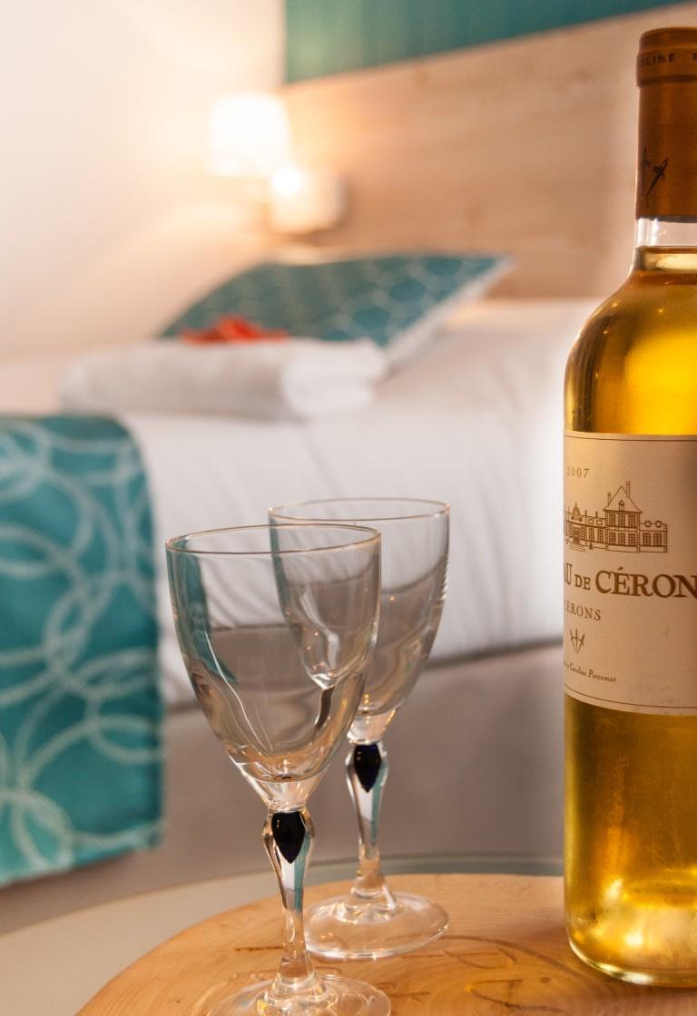 https://hotel-saintjeandemonts.com/wp-content/uploads/2019/03/acceuil-Vip-Macarons-et-Cérons-hotel-la-cote-oceane-Saint-jean-de-Monts-Moyen.jpg